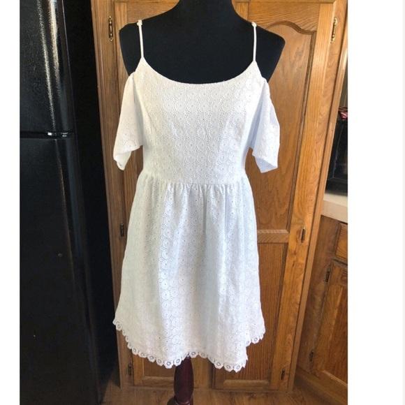 140c5a4d6991f Kensie Dresses   Skirts - Kensie Cold Shoulder Eyelet Lace Dress Small